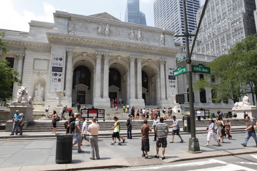 © NYC & Company:new_york_public_library_joe_buglewicz