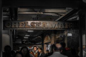 Intérieur du Chelsea Market Food Court - Blog que faire à chelsea ? Visiter new york avec new york off road et retrouver toutes nos adresses