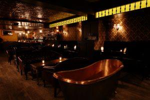 Intérieur du Bath Tub, Speakeasy, Bar caché - Blog que faire à chelsea ? Visiter new york avec new york off road et retrouver toutes nos adresses